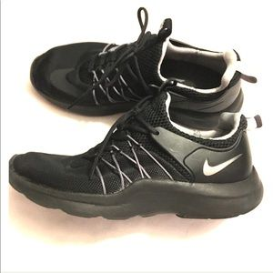Nike Darwin trainers 👟 black sneakers